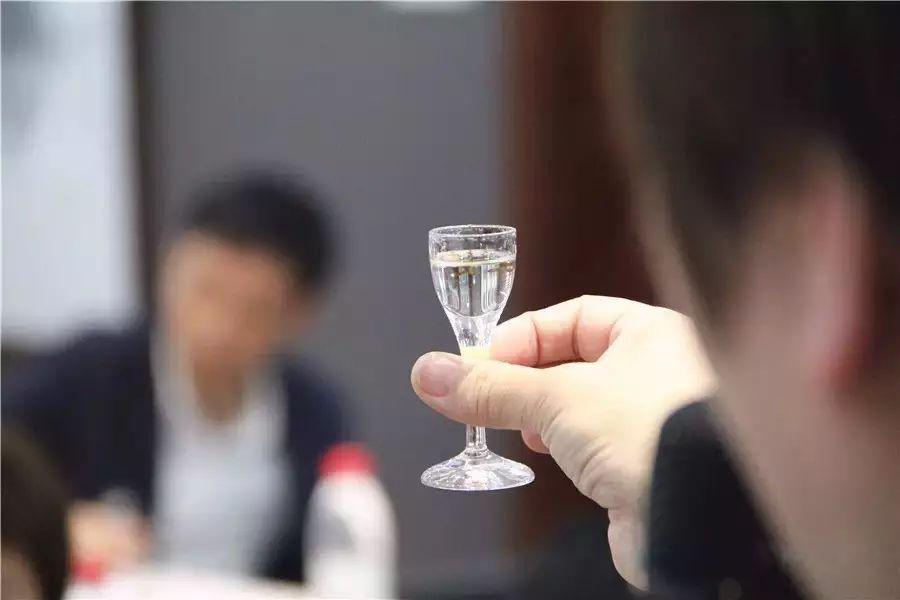 怎样喝酒不易醉?